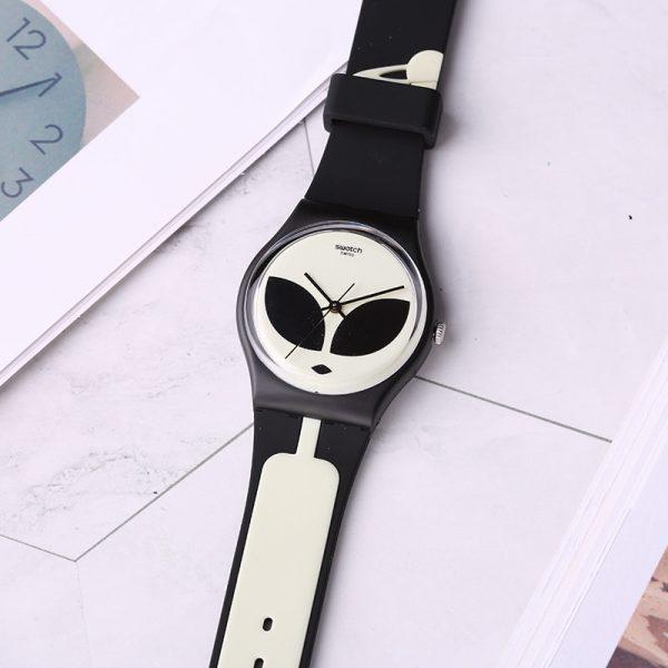 Swatch-montres-couleur-code-quartz-m-le-et-femelle-table-alien-GB307.jpg